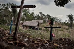 The Arara's cementery next to the indigenous village of the Big Bend of the Xingu. The same existance of the community is threatened by the construction of the dam, since it will heavily affect their way of living and costumes, which depend almost entirely on the river.  © Dario Bosio/Parallelozero