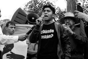 Miguel, alumno de la Escuela Normal Rural de Ayotzinapa, recuerda la serie de artropellos que ha sufrido su escuela desde tiempos de Lucio Cabañas, maestro de la normal y líder del movimiento campesino en los sesenta.