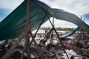 Residents of Village 22 in Boeung Kak build makeshift tents where their homes stood a day before they were forcibly evicted.