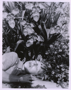 Self-portrait with orchids, 1939. © André Morin, courtesy of the collection Soizic Audouard