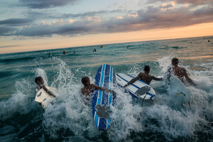 Surf-Haiti: this is the name of the project created in 2010 on the beaches of Jamel, the province worst hit by the earthquake after Port Au Prince. The aim of the project is two-fold: to teach young people from Haiti to surf and to give a boost to tourism in the region.