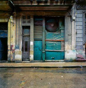 Apartment block, Cuba © Dan Dubowitz
