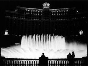 Enjoying the Bellagio fountain show at Las Vegas