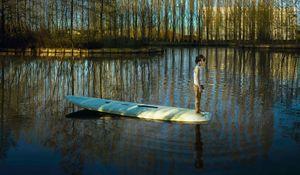 Nieuwe Meer – Surfplank, 2017 © Ellen Kooi. Courtesy of Camera Oscura Galeria de Arte.