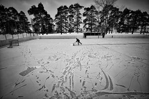 Evgeny Solovyov, head coach of HC Vetluga preparing the stadium for the match in Vetluga, Russia, 19 February 2015.