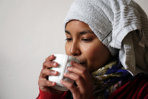 portrait Aicha (drinking tea)
