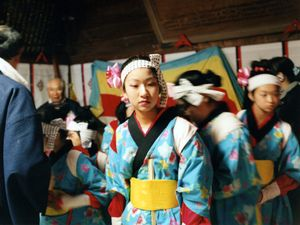 Girls have been practicing their local traditional dance very hard for this day.  But children are also suffering a lot. The hardships which they have experienced must be too heavy to overcome.© Uma Kinoshita