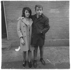 Teenage couple on Hudson Street, N.Y.C.,  1963, © The Estate of Diane Arbus LLC, Courtesy Jeu de Paume