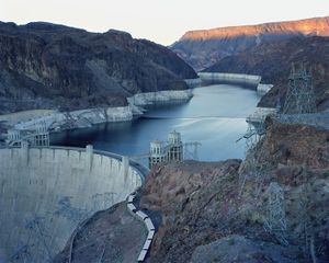 Hoover Dam and Lake Mead, Nevada/Arizona 2007  © Black River Productions, Ltd. / Mitch Epstein. Courtesy of Sikkema Jenkins  Co., New York. Used with permission. All rights reserved.