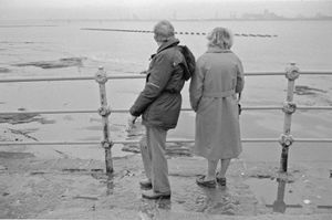 "Older Mersey Couple. From the exhibition ""Landscapes"" © Tom Wood"