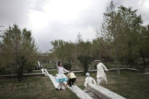 A friday afternoon in the Bagh-e Babur garden | Kabul, Afghanistan 2013 © Sandra Calligaro