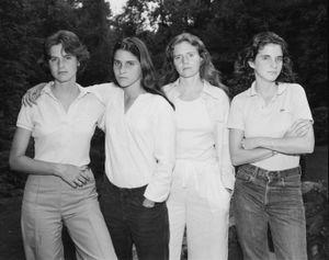 The Brown Sisters, New Canaan, Connecticut, 1975 © Nicholas Nixon, Fraenkel Gallery